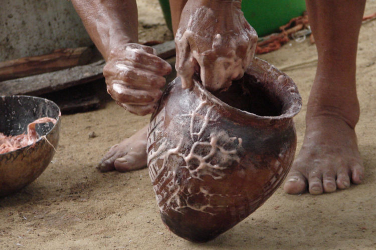 Fabrication artisanale de poterie © N Despingres