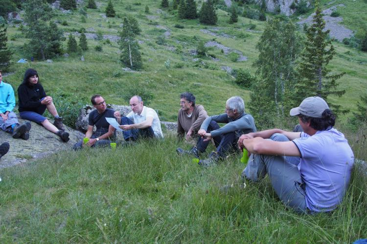 Discussion entre membres du conseil scientifique du Parc national des Ecrins - Juillet 2016 © Gaelle Ronsin - IRSTEA